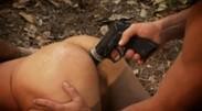 Анальное изнасилование под дулом пистолета